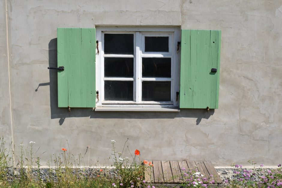 window-1479595_1920