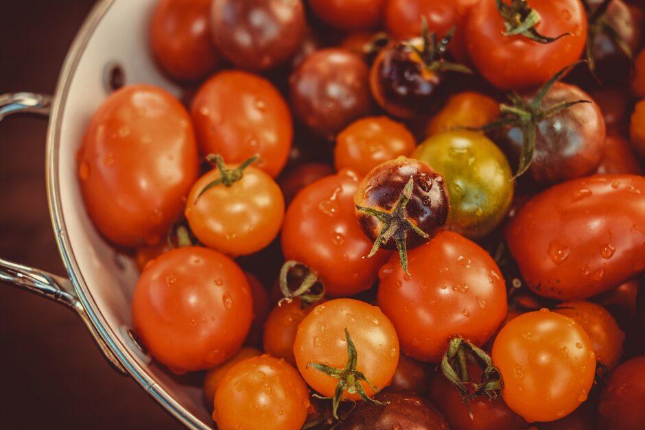 tomatoes-3702962_1920